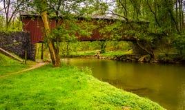 Pont couvert du moulin de Kurtz dans le Central Park du comté de Lancaster, pe Images stock