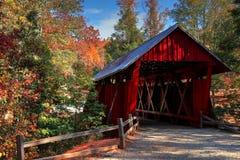 Pont couvert du ` s de Campbell pendant l'automne Photos stock