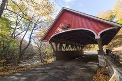 Pont couvert en parc d'état d'entaille de franconia Photographie stock libre de droits