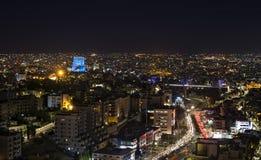 Pont d'Abdoun et montagnes d'Amman la nuit Photos stock