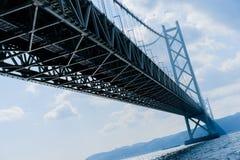 Pont d'Akashi Kaikyo dans un jour ensoleillé Image libre de droits