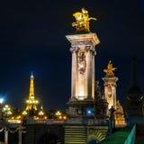 Pont d'Alexandre III à Paris la nuit Photos stock