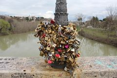 Pont d'amour de cadenas Photo libre de droits