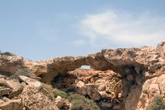 Pont d'amour et belle mer sur la Chypre Images stock