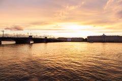 Pont d'annonce à St Petersburg Photos libres de droits