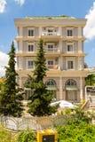 Pont d'appartement au pont des tanneurs, ou de Tabak, un pont de voûte de pierre de tabouret à Tirana, Albanie images stock