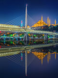 Pont d'Ataturk, pont en métro la nuit Istanbul Image libre de droits