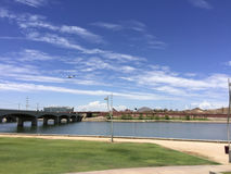 Pont d'avenue de moulin au-dessus de rivière de Salt Lake, Tempe, AZ Photo stock
