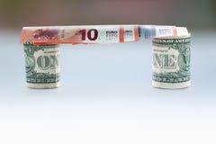 Pont d'euro billets de banque et dollars Image libre de droits