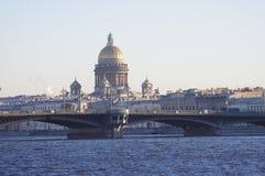 Pont d'Isaac Cathedral et de Blagoveshenskiy photos stock