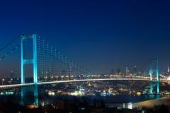 Pont d'Istanbul Bosphorus la nuit Images libres de droits
