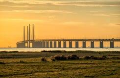 Pont d'Oresund au crépuscule Photographie stock libre de droits