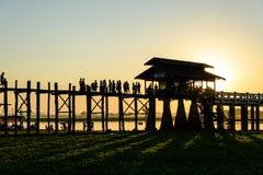 Pont d'U Bein au coucher du soleil, Amarapura photo libre de droits