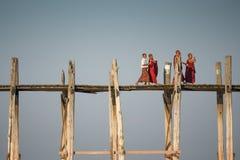 Pont d'U Bein chez Amarapura, Myanmar Photographie stock