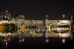 Pont d'Umberto I à Turin par nuit Image libre de droits