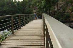 Pont d'une rivière au Portugal profond Photographie stock libre de droits