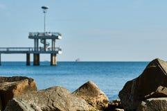 Pont dans Burgas mer en automne Image libre de droits