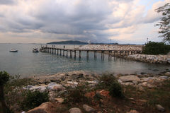 Pont dans la mer Image stock