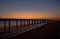 Pont dans le coucher du soleil photos libres de droits