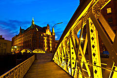 Pont dans le Speicherstadt historique (secteur d'entrepôt) à Hambourg Image stock