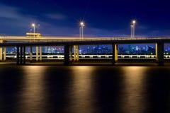Pont de baie de Shenzhen (vue de nuit) photographie stock