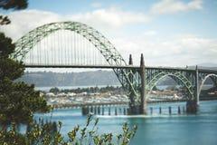Pont de baie de Yaquina à Newport, Orégon Photo stock