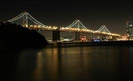 Pont de baie la nuit Image stock