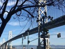 Pont de baie de San Francisco-Oakland, le long de l'Embarcadero images libres de droits