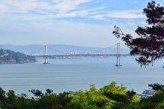 Pont de baie de tour de Coit à San Francisco image stock