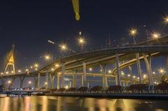 Pont de Bhumibol en Thaïlande Images stock