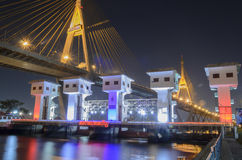 Pont de Bhumibol en Thaïlande Photos stock