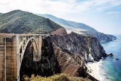 Pont de Bixby sur la route de Côte Pacifique Photo stock
