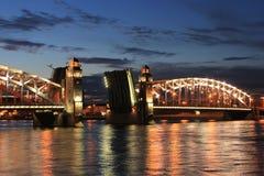 Pont de Bolsheokhtinsky, St Petersburg, Russie photos libres de droits