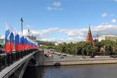 Pont de Bolshoy Kamenny, rivière et Moscou Kremlin de Moscou images stock