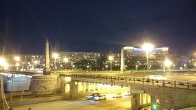 Pont de Borodinsky la nuit Photos libres de droits
