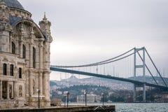 Pont de Bosphorus de mosquée d'Ortakoy à Istanbul, Turquie Photographie stock