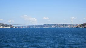 Pont de Bosphorus de perle de détroit d'Istanbul, le 15 juillet pont de martyres images stock