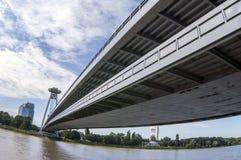 Pont de Bratislava au-dessus du Danube images libres de droits