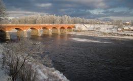 Pont de brique au-dessus de rivière Venta dans Kuldiga Image libre de droits