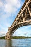 Pont de Britannia au-dessus de détroit de Menai au Pays de Galles du nord photo stock
