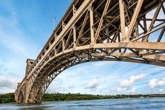 Pont de Britannia au-dessus de détroit de Menai au Pays de Galles du nord images libres de droits