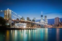 Pont de Brooklyn à l'heure bleue photo libre de droits