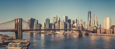 Pont de Brooklyn et Manhattan au jour ensoleillé Photos stock
