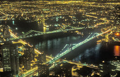 Pont de Brooklyn et New York City la nuit, NY Photographie stock libre de droits