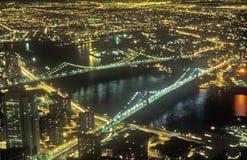Pont de Brooklyn et New York City la nuit, NY Photographie stock libre de droits