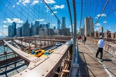 Pont de Brooklyn regardant vers Manhattan, New York City, Etats-Unis Photos libres de droits
