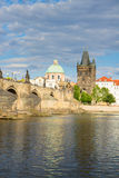 Pont de Charles au-dessus de rivière Vltava Image libre de droits