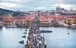 Pont de Charles, Prague, République Tchèque, 25 12 2014 : l'ove de vue Photos libres de droits