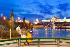Pont de Charles, rivière de Moldau, peu de ville, château de Prague, Prague Photos libres de droits