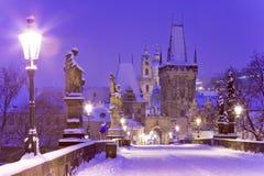Pont de Charles, vieille tour de pont de ville, Prague (l'UNESCO), r tchèque Image libre de droits
